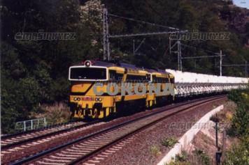Pohlednice - Motorové lokomotivy 753.723-6 s vozy Lafarge u Řeže - květen 2007