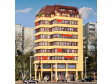 H0 - Výšková budova s nákupní pasáží, podkrovním bytem a LED osvětlením