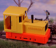 H0e - Dieselová lokomotiva Plymouth oranžové podvozky/žlutá kastle