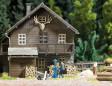 H0 - Štípačka na dřevo s figurkou a příslušenstvím